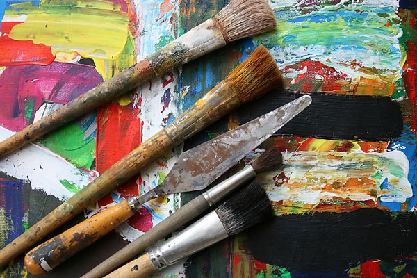 oil paint palettes and paintbrushes